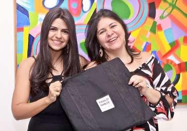 Thais Darzé Aouad e Cica a secretária da Galeria Paulo Darzé