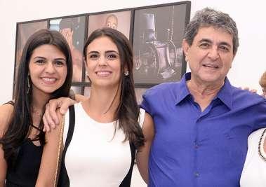 Thais Darzé Aouad, Karla Darzé e Paulo Darzé, pais e filhas em fotos de valterio