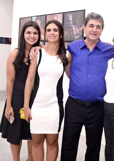 Paulo Darzé com as filhas This e Karla em fotos de valterio