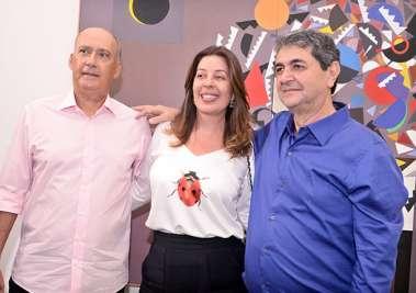 Heitor Cunha e Moema Pitanga com Paulo Darzé em fotos de valterio