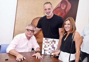 Cláudio Portugal o autor do livro, Letícia e Ricardo Saback
