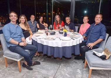 Norma e Alberto Correia em família no Yacht Clube da Bahia em fotos de Valterio