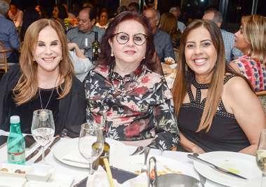 Cecília Garrido com amigas