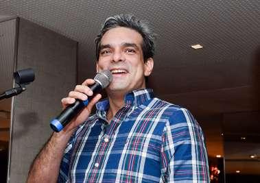O cantor Gustavo Ramiro em fotos de Valteiro