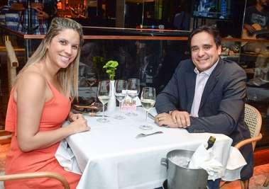 Mariana Santiago e o advogado Márcio Duarte em fotos de Valterio