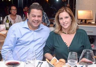Marcelo Sacramento o Comodoro do Yacht Clube da Bahia com sua esposa Monica em fotos de Valterio