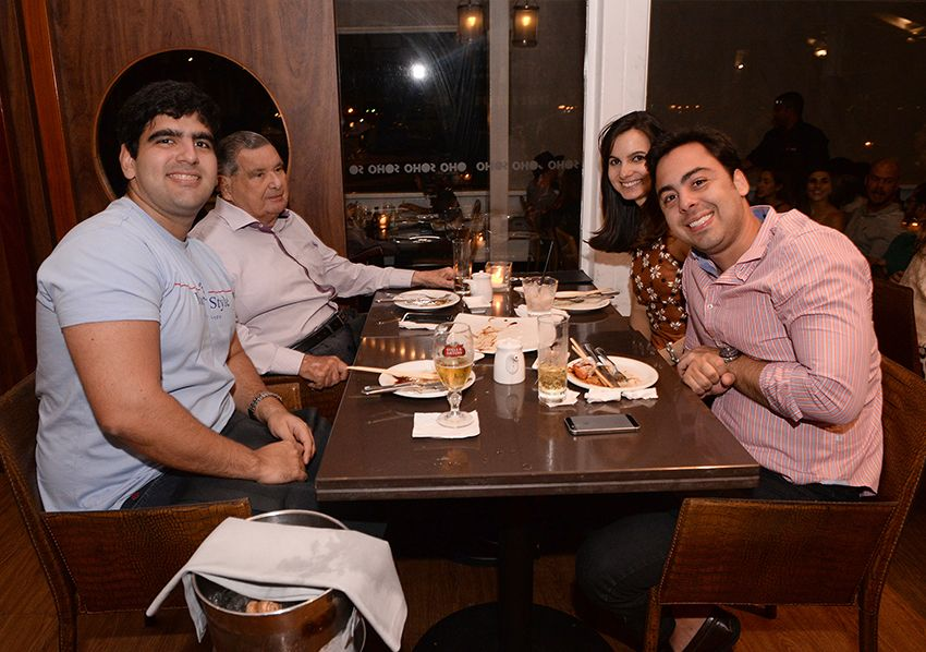 Eles jantaram no Soho dia 15 de julho com mais meio mundo de pessoas