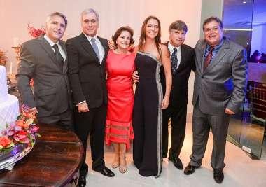 Leninha com os 5 filhos Eduardo, Henrique, Marcos, André e Ticiana em fotos de Valterio