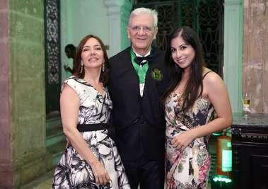 Irismar Reis de Oliveira, sua esposa Monica Ribeiro e sua filha casula Patrícia Ribeiro de Oliveira