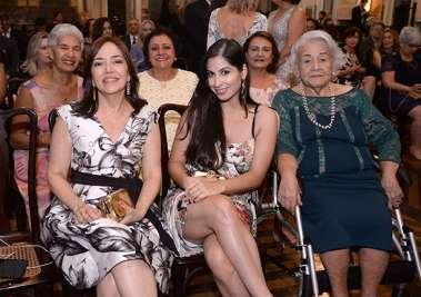 Monica Ribeiro, Patrícia Ribeiro de Oliveira e sua tia Maria Bomfim de Oliveira