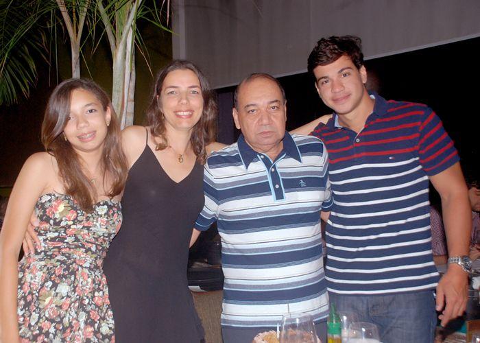 O empresário Gabino Moura comemora aniversário no restaurante 496 grill bar