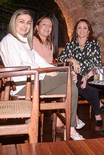 Veja celebridades jantando no Amado e Soho ontem dia 15 de setembro de 2018. Clique pra ver mais...