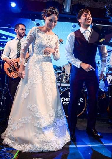 A noiva Adriana Carrera com o nivo Gabriel Marques em fotos de Valterio