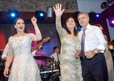 Adriana Carreira, com seus pais Ana e Luiz Carreira em fotos de valterio