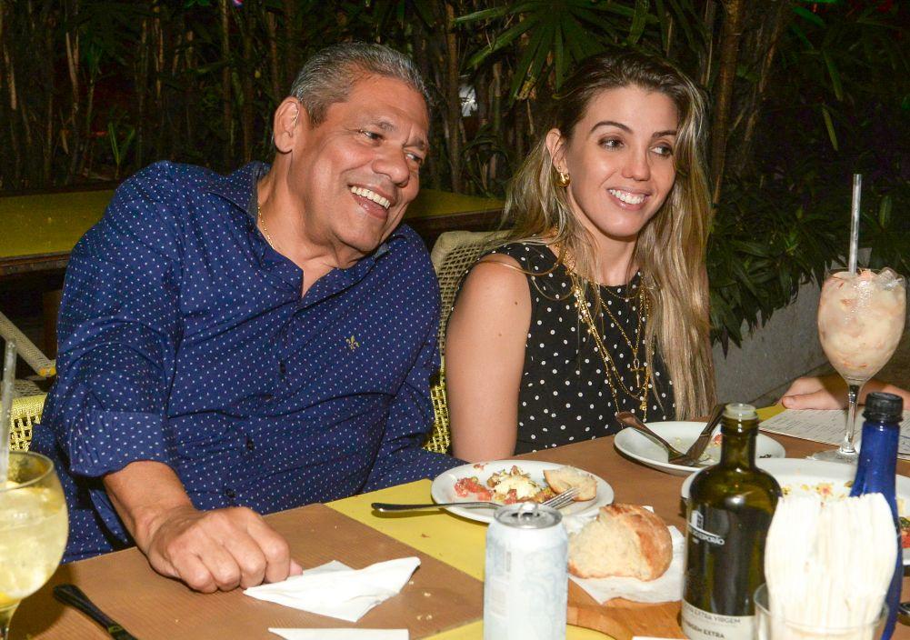 Veja quem jantou no restaurante Lafayette e Das neste fim de semana  24 de julho. Clique...