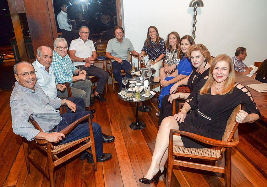 Veja as celebridades que jantaram dia 18 de janeiro nos restaurantes Amado e Soho. Ver mais...