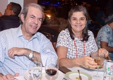Elza e o mastologista Dr. Augusto Tufi  jantando no Amado em fotos de Valterio