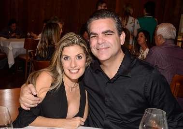Francesca Olivieri e Adriano Meyer jantando no Amado em fotos de Valteiro