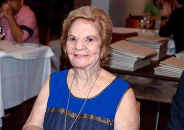 Maria Maltez a aniversariante do dia 09 de junho em fotos de Valterio jantando no Amado