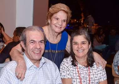 A aniversariante Maria Maltez com a filha Elza e o genro Dr. Augusto Tufi no Amado em fotos de Valterio