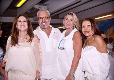 Dete Costa com amigos no Reveillon do Yacht Clube da Bahia