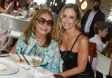 Sa,e Lee Najar a aniversariante jantando com a filha Sande Najar no Amado