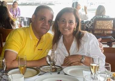 Florinda e João Meireles jantando no Amado