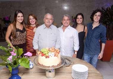 Carlos Henrique com os filhos Vanessa,Fernanda, Leonardo, Adriana e o neto Flávio em fotos de Valterio