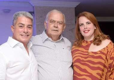 Carlos Henrique Freitas entre seus filhos Leonardo e Fernanda Freitas em fotos de Valterio Pacheco