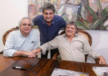 Claudius Portugal(critico de arte),Paulo Darzé em pé e Sérgio Rabinovitz fotos de Valterio
