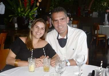 Martha e Gustavo Costa Lino jantando no Amado em fotos de Valterio Pacheco