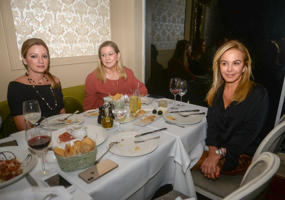 Veja quem jantou no Chez Bernard e Soho neste sábado 21 de setembro. Clique