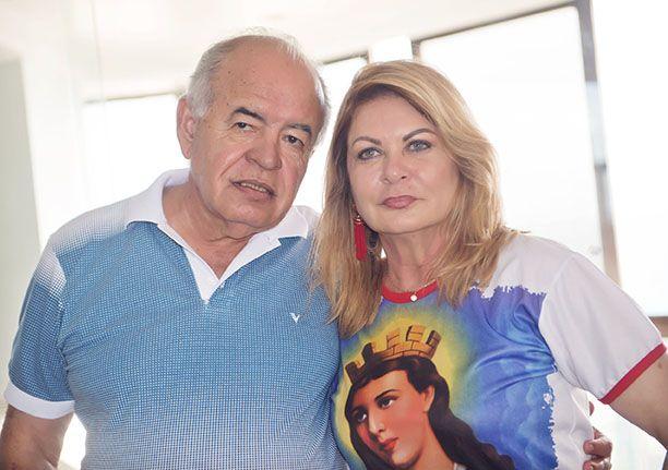 José Nilton Carvalho e Mary a dona do caruru do dia 16/12 em seu ap. da Barra. Clique pra ver mais...