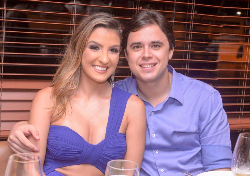 Veja as celebridades que jantaram no dia 15/02, nos restaurantes Amado, Lafayette e Soho. Clique pra ver mais...