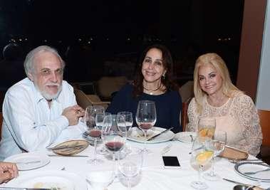 Frances e Giovanni Pisano cônsul da Itália, com Regina Glauner no Amado em fotos de Valterio