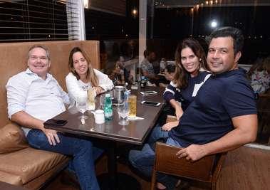 Fabiana e Alvaro Santanna da Lebiscuit, Mariana e Manuel Chaves no Soho em fotos de Valterio Pacheco