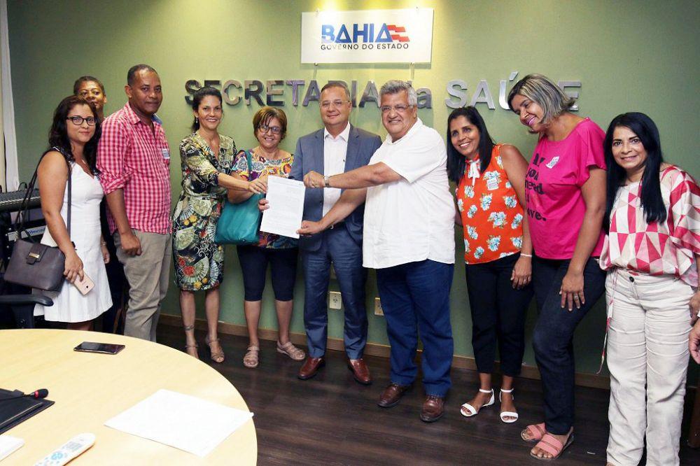 A SESAB firmou hoje (9), um convênio de R$ 800 mil com a Associação Célula Mãe para controle de Zoonoses na Região Metropolitana de Salvador.