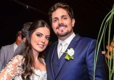 Os noivos Marianna Di Domízio e Victor Ventin em fotos de Valterio