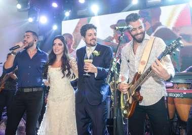 Os noivos Marianna Di Domízio e Victor Ventin, entre Pipo e Rafa em fotos de Valterio Pacheco