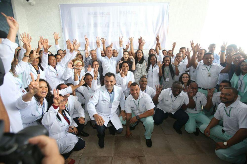 Rui entregou ontem (28), a Policlínica Regional de Feira de Santana para atender 27 municípios da Região e 400 atendimentos por dia.Veja mais...