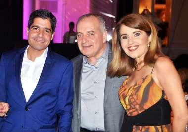 ACM Neto com seus pais Maria do Rosário e ACM Júnior em fotos de Valterio Pacheco