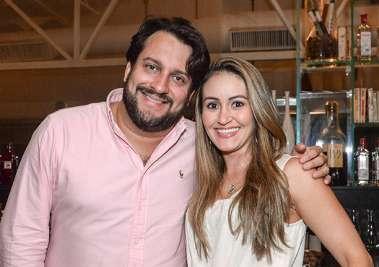 Advogado Fabiano Pimentel e Isabel Guimarães jantando no Soho em fotos de Valterio