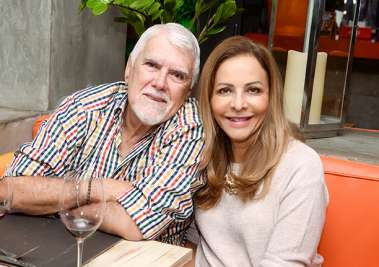 Cristina Mendonça Santos e Wilson Santos jantando no seu restaurante Das em fotos de Valterio Pacheco