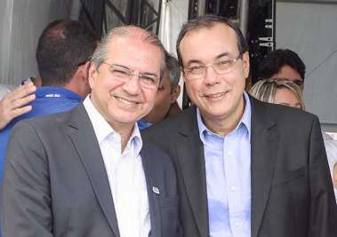 Roberto Sá Menezes Provedor da Santa Casa e José Antonio Rodrigues Alves Sec municipal de Saúde do município