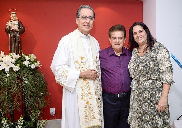 José Nildo Rodrigues empresário do ramos de super mercados, comemorou o dia de Santo Antonio com festa. Ver mais...