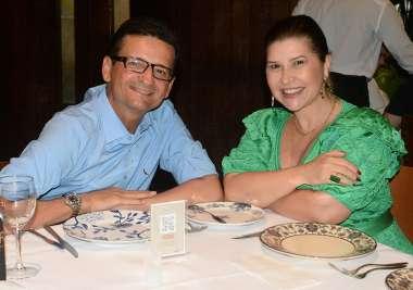 Livia e o advogado Marcelo Nogueira Reis jantando no Amado em fotos de Valterio