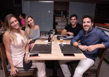 Camila e Leonardo Mendonça Santos, Ricardo Teixeira e Java Ribeiro no Restaurante Das