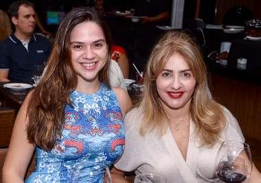 Natália Dourado e Ivone Nunes em fotos de Valterio Pacheco
