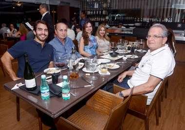 Alberto Nunes Filho, Alberto Nunes e Ivone, Natália Dourado, e Tony Towil em fotos de Valterio