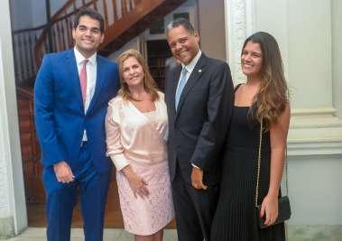Leila Brito e Dep. Antonio Brito com os filhos Leila e Ali Brito em fotos de Valterio